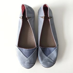 Crocs Angeline Flats in Blue canvas fabric size 9